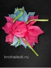 Зажим Роза на розово-голубом